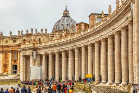 Photo pour Piazza San Pietro, Vatican - image libre de droit
