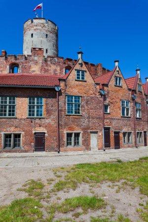 Photo pour Forteresse historique située à Gdansk (Pologne) près de la rivière Martwa Wisla - image libre de droit