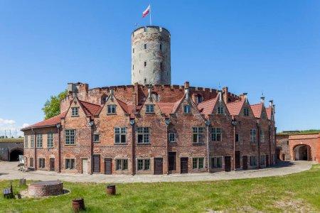 Photo pour Forteresse historique située à Gdansk (Pologne) près de la Vistule morte. - image libre de droit