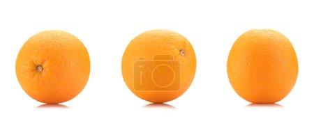 Photo pour Gros plan vue d'oranges sains isolé sur blanc - image libre de droit