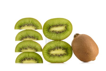 close up view of arranged fresh kiwi fruits isolated on white