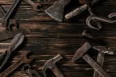 """Постер, картина, фотообои """"плоские лежал с ассортиментом марочных ржавые столярного инструмента на деревянные поверхности"""""""