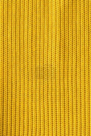 Photo pour Vue rapprochée du tissu de laine jaune vif comme toile de fond - image libre de droit