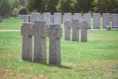 """Постер, картина, фотообои """"ряды одинаковых старые надгробия на траве, на кладбище"""""""