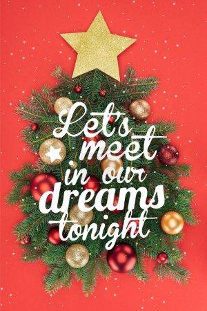 """Foto de Vista superior de ramas de pino, estrellas doradas y bolas de Navidad en árbol de Navidad aislado en rojo con inspiración """"permite cumplir en nuestros sueños esta noche"""" - Imagen libre de derechos"""