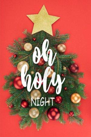 """Foto de Vista de ramas de pino, estrellas doradas y bolas de Navidad en árbol de Navidad aislado en rojo con superior """"oh noche Santa"""" inspiración - Imagen libre de derechos"""