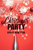 """Постер, картина, фотообои """"вид настоящего, шампанского бутылку, красный рождественские игрушки, белые ленточки и декоративные снежинки организовал изолированные на красный с «рождественскую вечеринку, с новым годом» сверху надпись"""""""