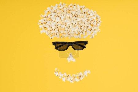 Photo pour Des lunettes 3d stéréoscopiques et popcorn frais isolé jaune - image libre de droit