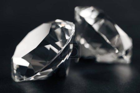 Photo pour Gros plan de deux diamants clairs sur fond noir - image libre de droit