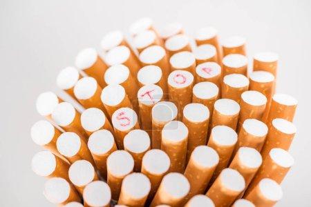 Photo pour Photo de studio de tas de cigarettes isolé sur fond gris, arrêter de fumer concept - image libre de droit