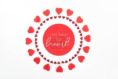 """Foto de Vista desde arriba de los círculos de símbolos de corazón rojo aislados en blanco con """"tienes mi corazón"""" Letras - Imagen libre de derechos"""