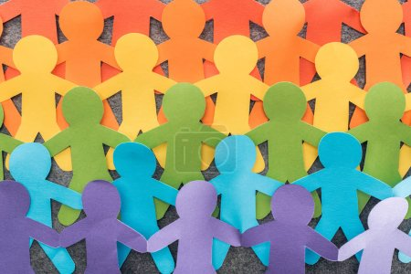 Photo pour Figurines en papier coloré de la fierté lgbt sur fond gris, concept lgbt - image libre de droit