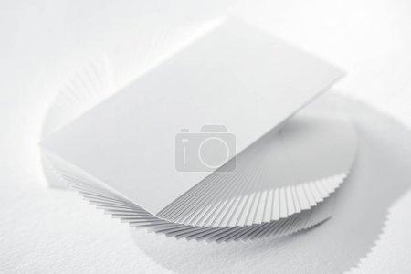 Photo pour Carte vide sur fond blanc avec espace de copie - image libre de droit