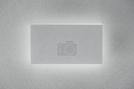 vue du dessus de la carte blanche sur fond blanc avec espace de copie