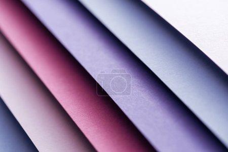 Photo pour Gros plan de bleus, blancs, Bordeaux, roses et pourpres des feuilles de papier - image libre de droit