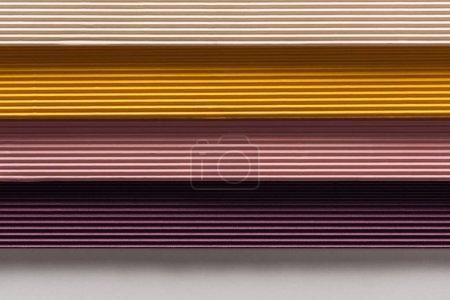 Foto de Vista superior de papeles blancos, amarillo, rosados, púrpura sobre fondo blanco con espacio de copia - Imagen libre de derechos