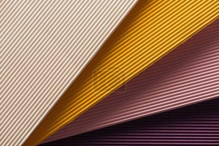 Foto de Vista superior de papeles blanco, amarillo, rosas y púrpura con espacio de copia - Imagen libre de derechos