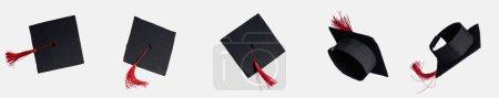 Photo pour Prise de vue panoramique des sélections académiques avec des glands rouges isolés sur blanc - image libre de droit