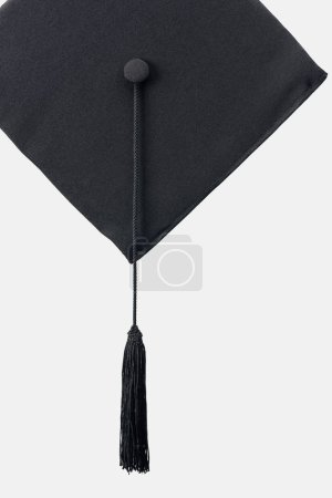 Photo pour Casquette académique noire avec long pompon isolé sur blanc - image libre de droit
