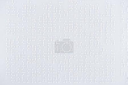 Photo pour Vue du haut du texte en code braille international sur papier blanc - image libre de droit