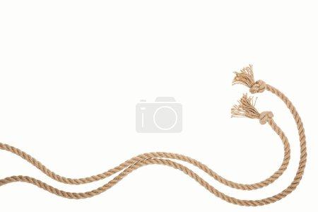 Photo pour Agita brun et cordes de jute isolement sur blanc - image libre de droit
