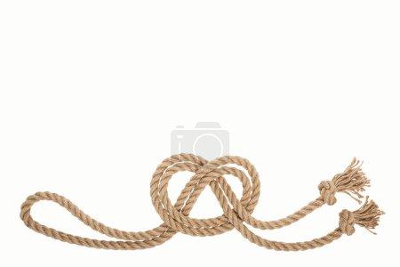 Foto de Náutica marrón y torcida cuerda con nudo de mar aislado en blanco - Imagen libre de derechos