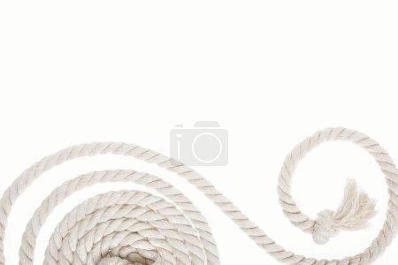 Foto de Blanca y larga cuerda con nudo y enrollamiento aislado en blanco - Imagen libre de derechos