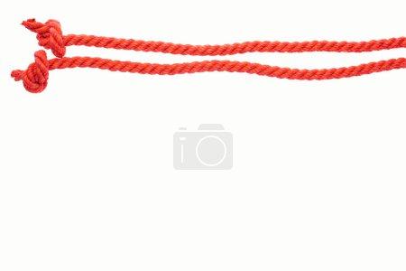 Foto de Líneas largas rojas con cuerdas aisladas en blanco - Imagen libre de derechos