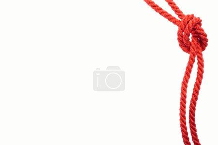 Photo pour Cordes de jute rouge avec noeud de mer isolé sur blanc - image libre de droit