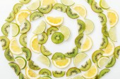 """Постер, картина, фотообои """"Плоский лежал с нарезанные лимоны, лаймы и киви на белой поверхности"""""""