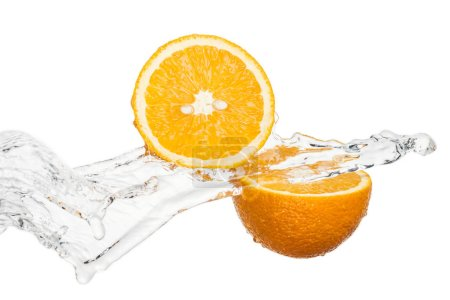 Photo pour Fresh orange halves with water stream isolated on white - image libre de droit