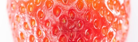 Panoramablick auf frische, ganze reife rote Erdbeeren