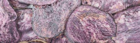 Photo pour Plan panoramique de tranches fraîches coupées de radis violet en tas - image libre de droit
