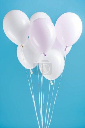 Foto de Decorative white party balloons on blue background - Imagen libre de derechos