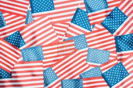 Photo pour Fond des drapeaux américains nationaux brillants dans la pile - image libre de droit