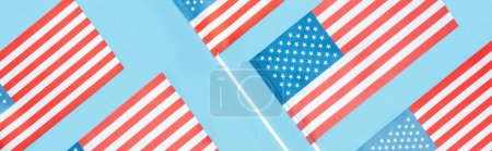 Foto de Panoramic shot of national usa flags on blue background - Imagen libre de derechos