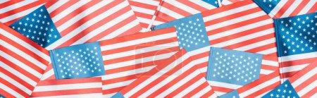 Photo pour Tir panoramique de drapeaux américains brillants nationaux en pile - image libre de droit