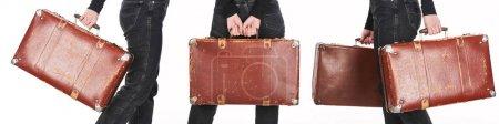 Photo pour Collage de femme dans des jeans retenant les valises vieillies de cru d'isolement sur le blanc - image libre de droit