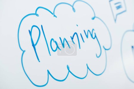 Photo pour Close up view of word planning written on white flipchart - image libre de droit