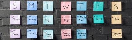 Photo pour Tampons autocollants colorés avec des notes sur le mur de briques noires - image libre de droit