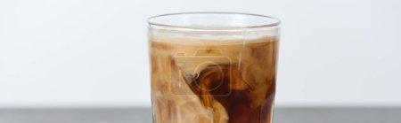 Foto de Café helado mezclando con leche en vaso aislado en blanco, tiro panorámico - Imagen libre de derechos