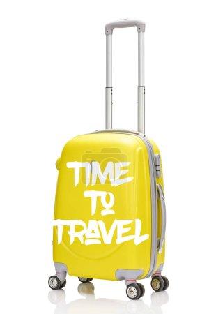 Foto de Maleta de ruedas de plástico amarillo con asa y tiempo para viajar ilustración aislada sobre blanco. - Imagen libre de derechos