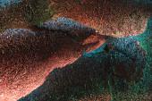 """Постер, картина, фотообои """"абстрактный фон блестящей текстурированный рваной фольги с красочным освещением"""""""