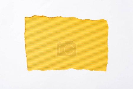 Foto de A rayas amarillo colorido fondo en el agujero de papel roto blanco - Imagen libre de derechos