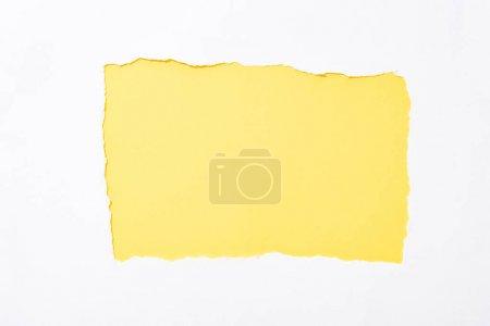 Foto de Amarillo fondo colorido en agujero de papel roto blanco - Imagen libre de derechos