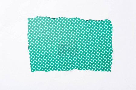 Foto de Polka punto verde y blanco colorido fondo en agujero de papel desgarrado blanco - Imagen libre de derechos