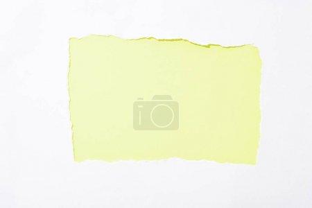 Photo pour Fond coloré vert lime dans le trou déchiré blanc de papier - image libre de droit
