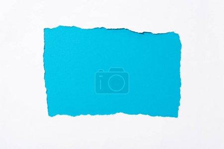 Photo pour Fond coloré bleu dans le trou déchiré blanc de papier - image libre de droit