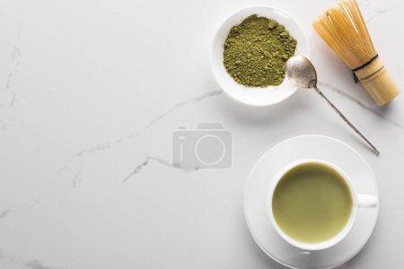 Photo pour Vue de dessus du thé matcha vert traditionnel sur table blanche - image libre de droit