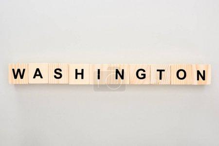 Photo pour Vue de dessus des blocs de bois avec lettrage Washington sur fond blanc - image libre de droit